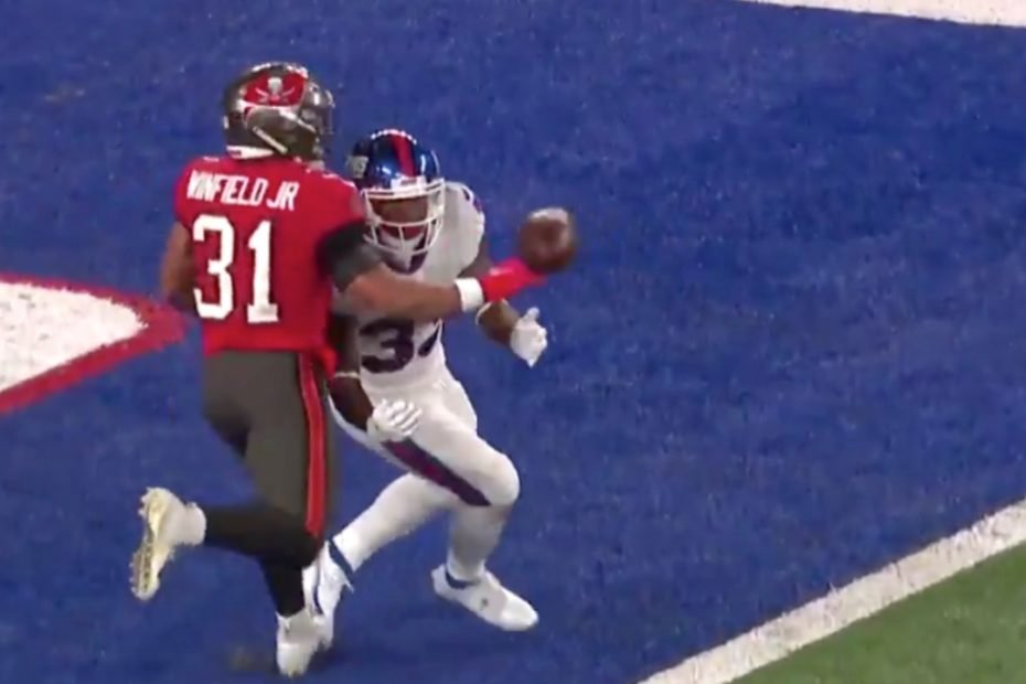 Tampa Bay Pulls Off Controversial Close Win Against the Giants, Activates Antonio Brown From Suspended List