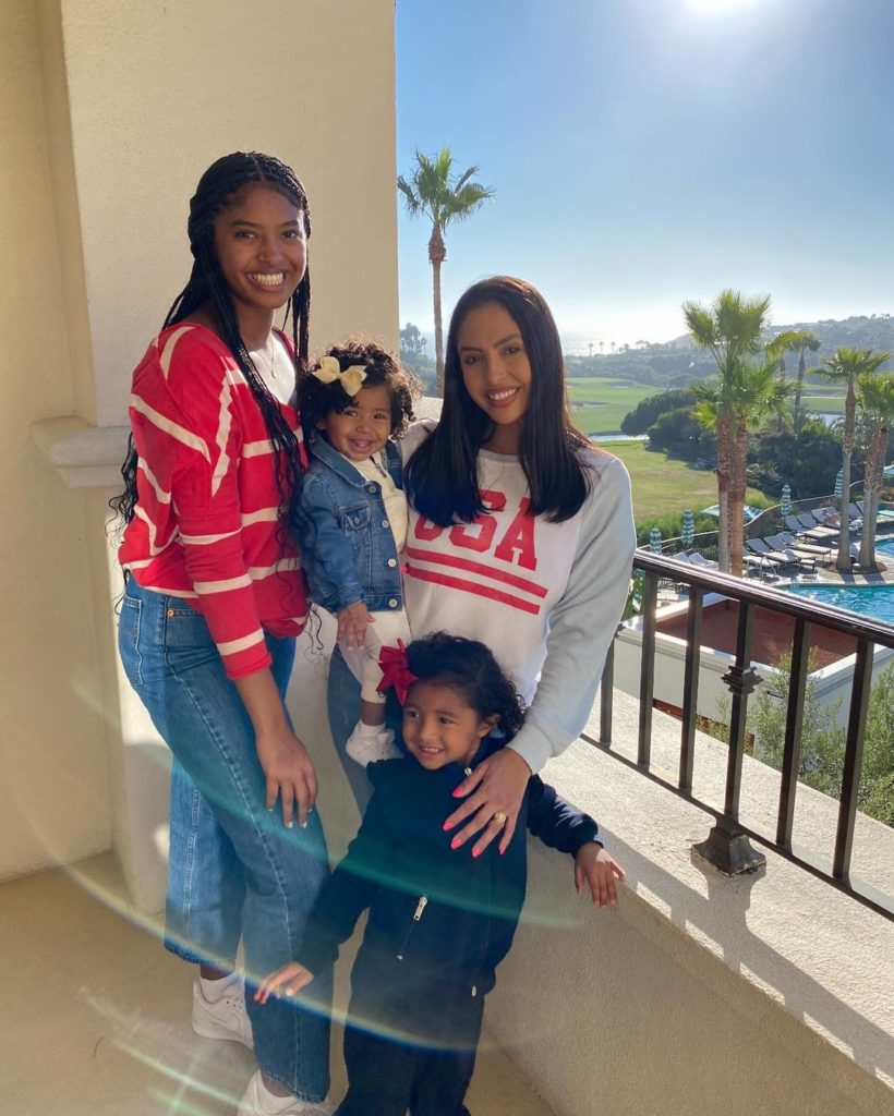 La La Anthony Is 'Aunti La La' to Vanessa Bryant's Kids As Mentioned To Entertainment Tonight – La La Anthony will always want what's best for Vanessa and Kobe Bryant's daughters as she continues to support them through tragedy.