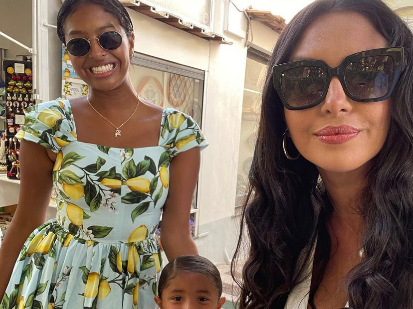 Vanessa Bryant, 39, Pays Tribute to Late Daughter by Recreating an Amazing Family Vacation Photo