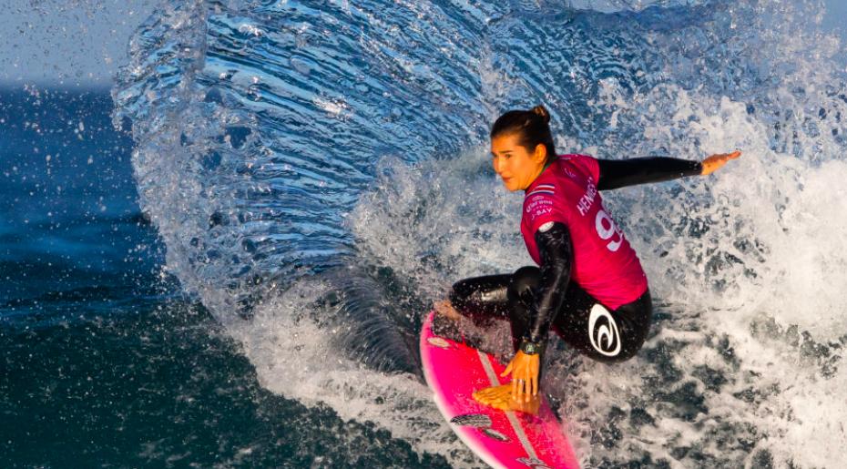 25 Best Women Surfers